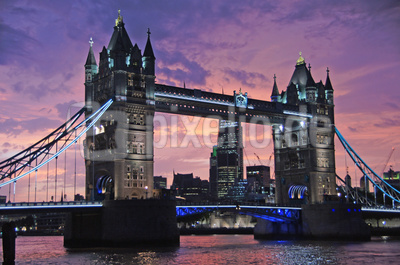 Tower Bridge bei Sonnenuntergang