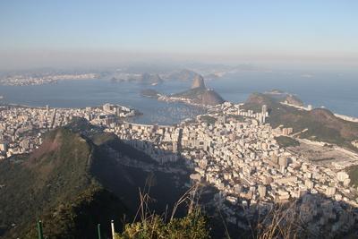 Blick auf Botafogo und Zuckerhut vom Corcovado