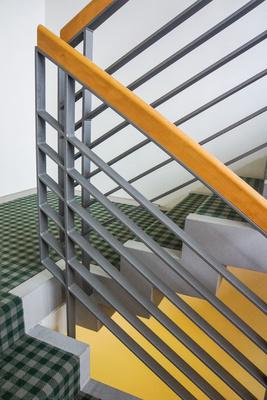 Treppe mit modernem Handlauf 1
