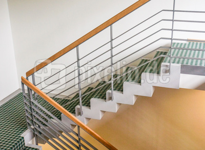 Treppe mit modernem Handlauf 3