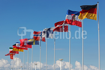 Flaggen über den Wolken
