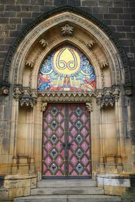 Prag - Eingangsportal St. Peter und Paul