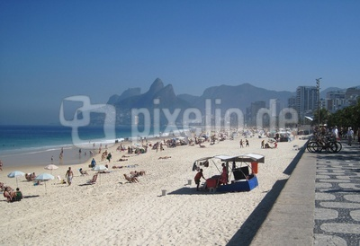Ipanema-Strand m.Blick auf Morro Dois Irmãos u.Pedra da Gávea