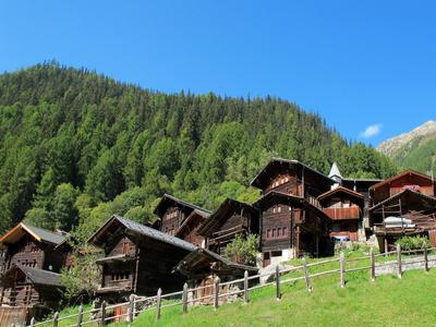 Alte Walliser-Holzhäuser