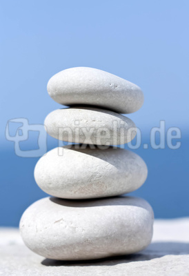 Weiße Zen Steine