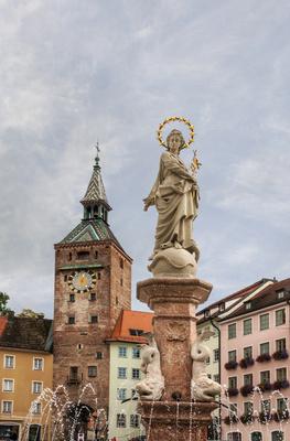 Marienbrunnen mit Schmalzturm