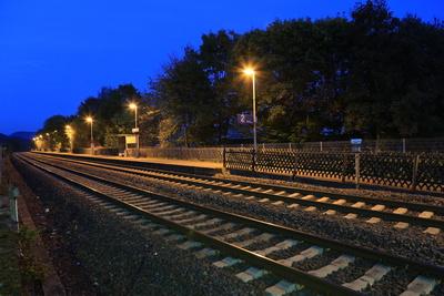 Dorfbahnhof am Abend