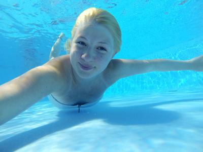 Mädchen unter Wasser