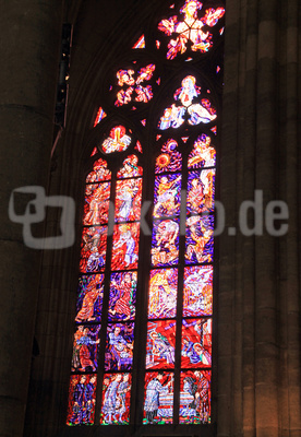 Prag - Glasfenster im St. Veits-Dom 01