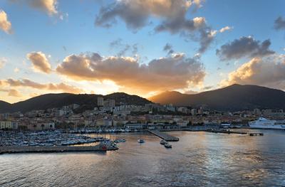 Spektakulärer Sonnenuntergang in Korsika