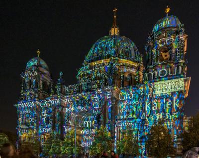 Babylonisches Schreibgewirr am Berliner Dom