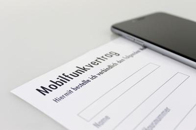 Handy auf Mobilfunkvertrag