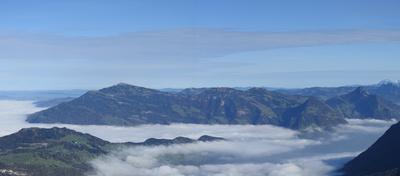 Nebeldecke über dem Vierwaldstättersee