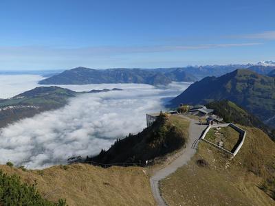 Wanderweg zur Bergspitze