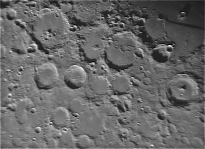 Mondkrater im Detail