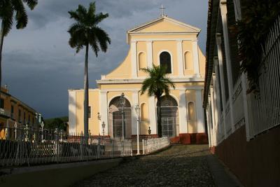 Kirche in Trinidad kurz vor Wolkenbruch
