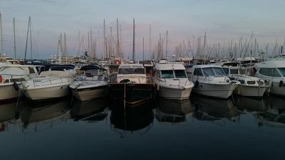 Der Vieux Port in Cannes im Abendlicht