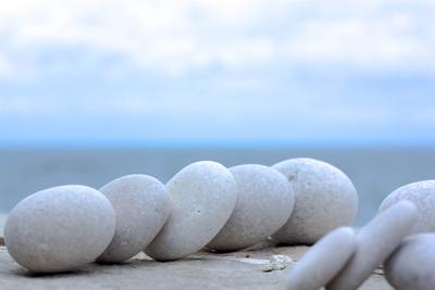 Dominoeffekt mit Steinen
