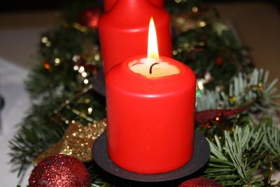 Die 1. Kerze brennt