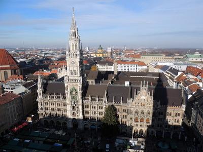 Aussicht vom Alten Peter auf das Rathaus
