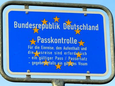 Schild Passkontrolle Horumersiel Hafen