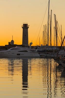 Am frühen Morgen am Hafen