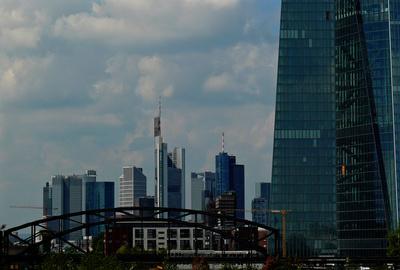Skyline Mainhatten mit neuer EZB  ..