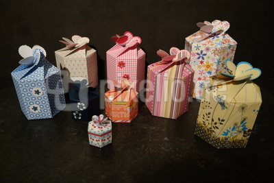 Bunte Geschenkdosen