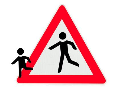 Kind rennt aus einem Warnschild