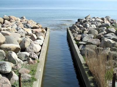 Wasserzulauf ins Meer (Ostsee)