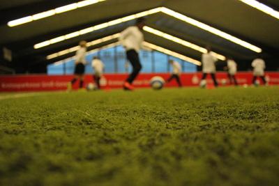 Fussball unterm Hallendach