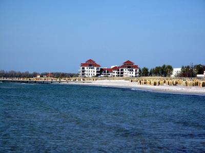 Blick auf Strand und Hotelanlage