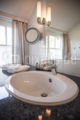 Badezimmer unter Dachschräge