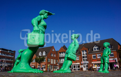 Westerland: Stürmische Statuen am Bahnhofsvorplatz