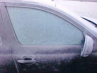 Vereiste Scheibe, gefrorene Autotür