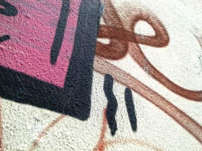 Vollgeschmierte Fassade, Graffiti