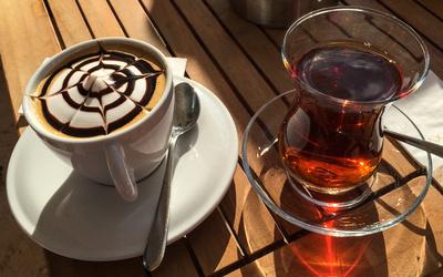 Cappuccino oder türkischer Tee