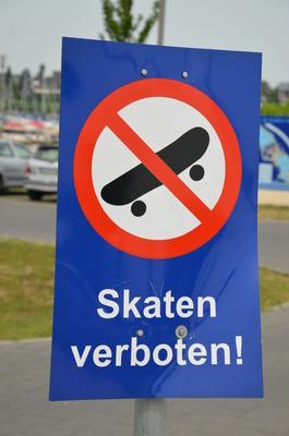 Verbotsschild Skaten/Skateboarden