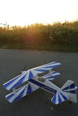 Modellflugzeug in Abendsonne