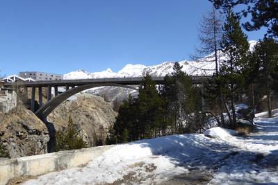 Brücke zum alpinen Sommer-Skigebiet