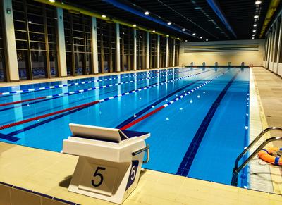 Hallen-Sportschwimmbad