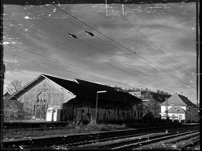 Neben dem Bahnhof