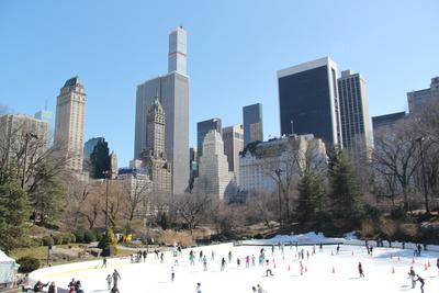 Eislaufen im Frühling im Central Park, NYC