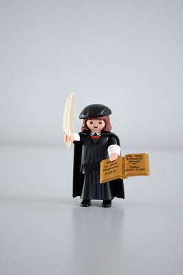 Reformator Martin Luther als Playmobil-Figur