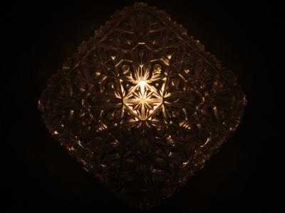 Glaslampe mit Kristalldekor