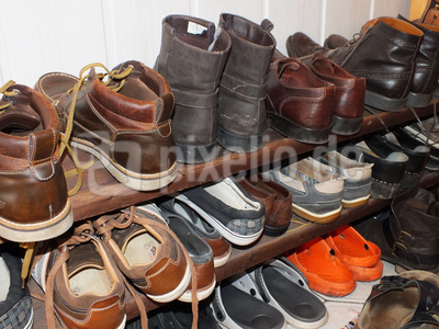 kostenloses foto viele schuhe im schuhregal. Black Bedroom Furniture Sets. Home Design Ideas