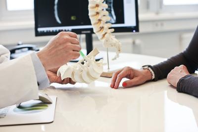 Arztgespräch bei Bandscheibenvorfall