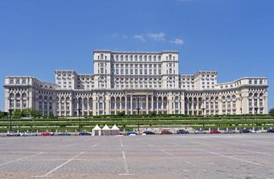 Der Parlamentspalast in Bukarest . . . .
