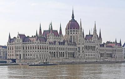 Budapest - Das Parlamentsgebäude . . . .