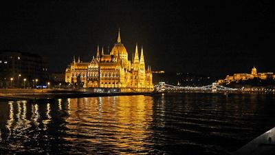 Budapest bei Nacht (3) . . . .